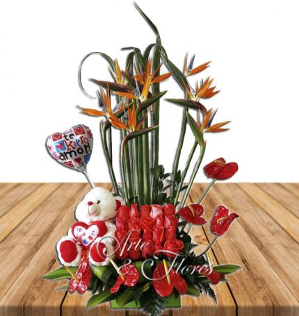 Arreglo floral con peluche y globo